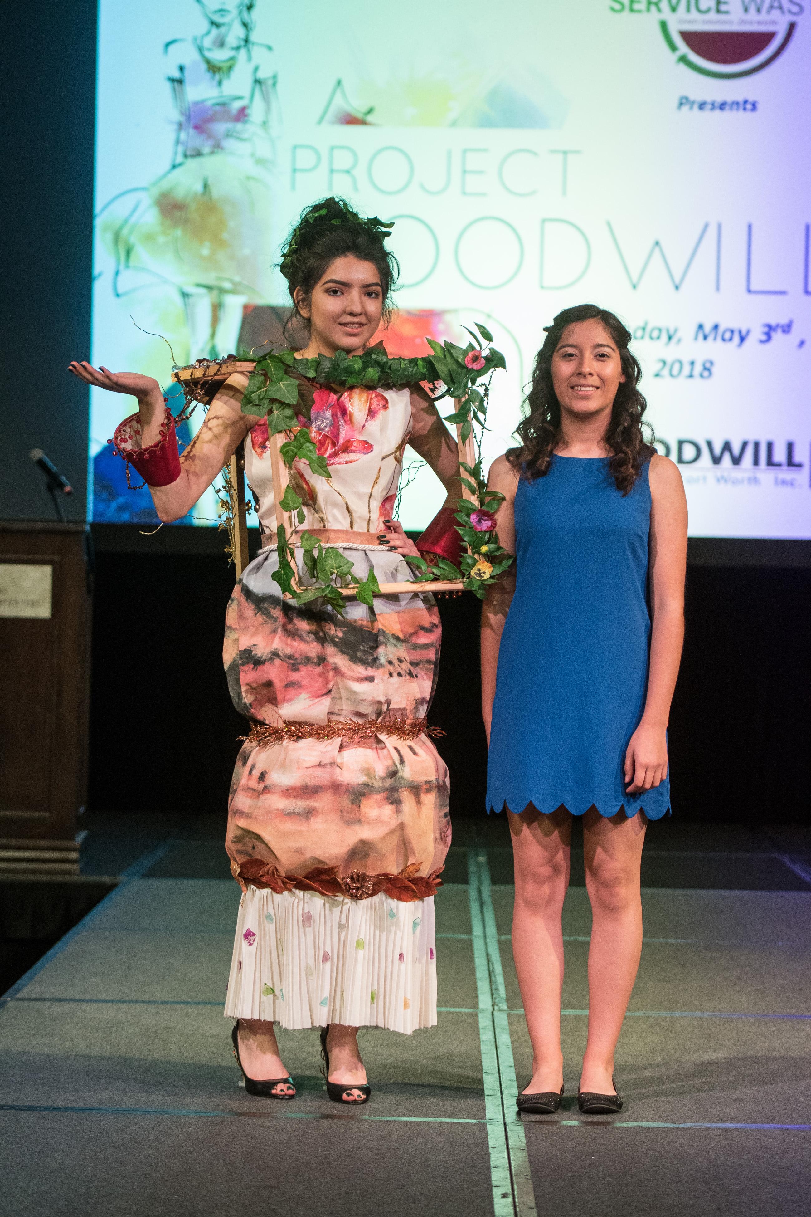 Contestant Susana Sanchez and model Giselle Perez